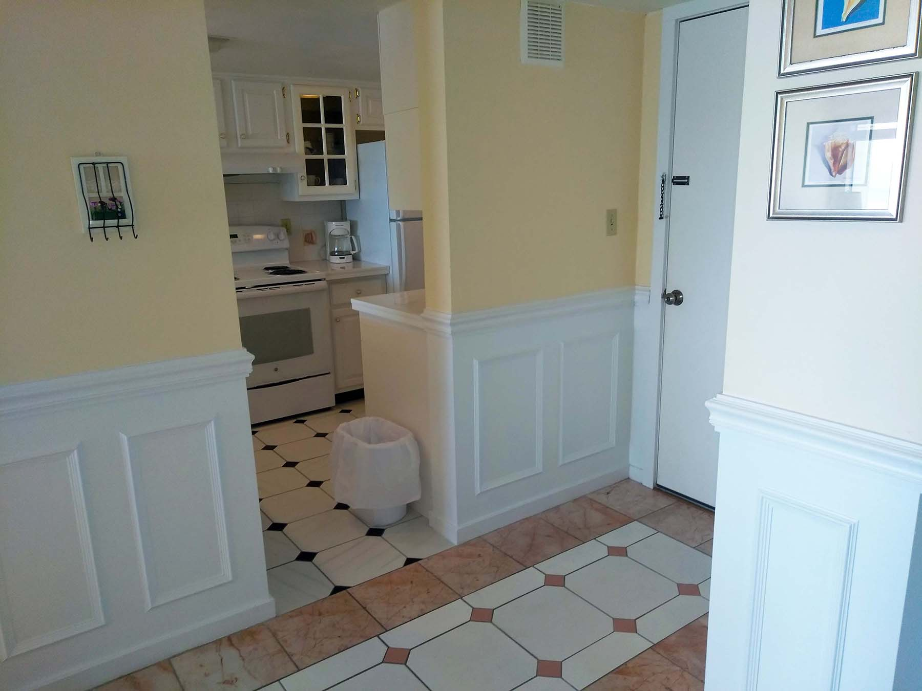 C-120 Tiled Entryway With Kitchen In View – Amelia Surf & Racquet Club